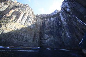 Hohe Klippen in Tasmanien