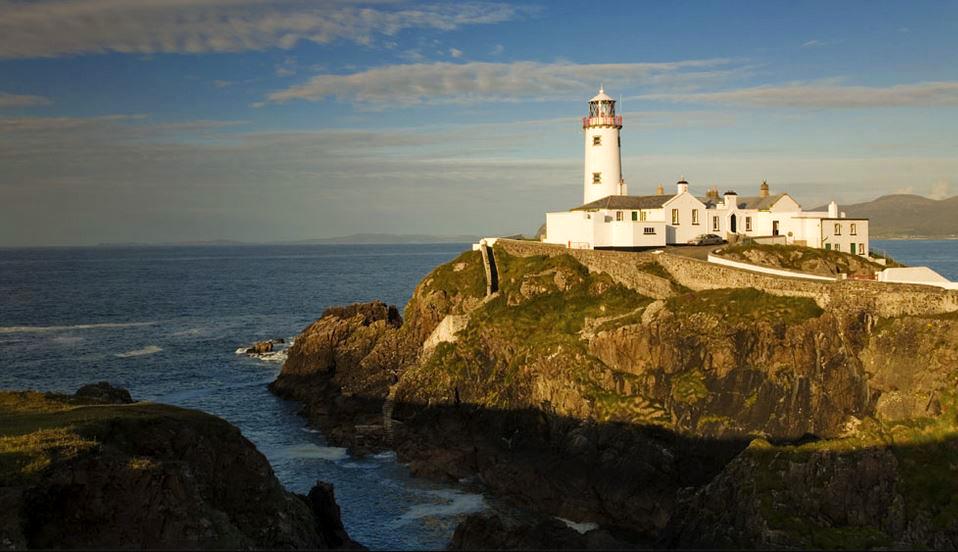 Leuchtturm an der Küstenlinie von Irland